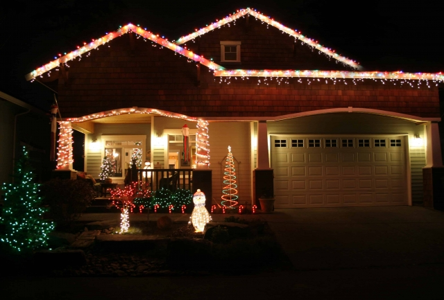 Choose Ground Source for all Your Holiday Lighting Needs